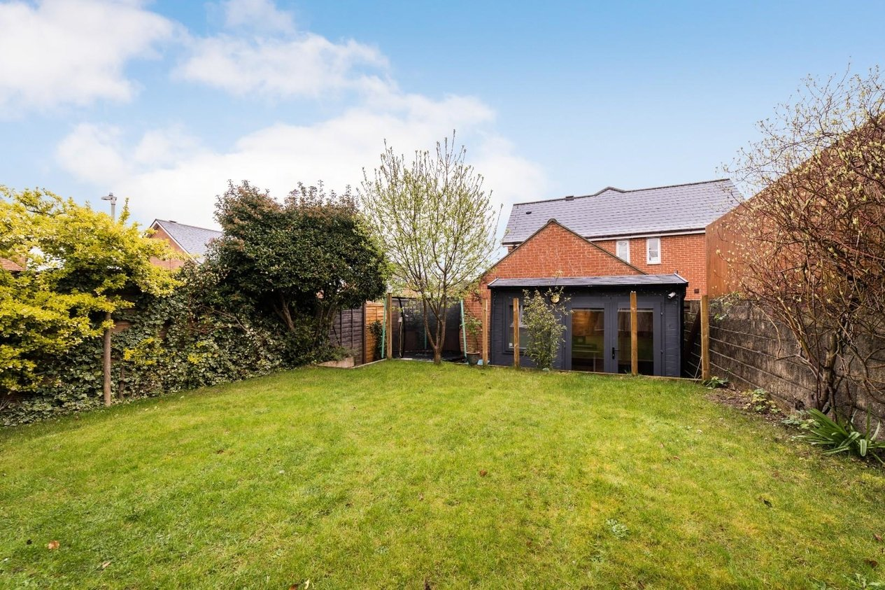 Properties Sold Subject To Contract in Almond Court Chartham