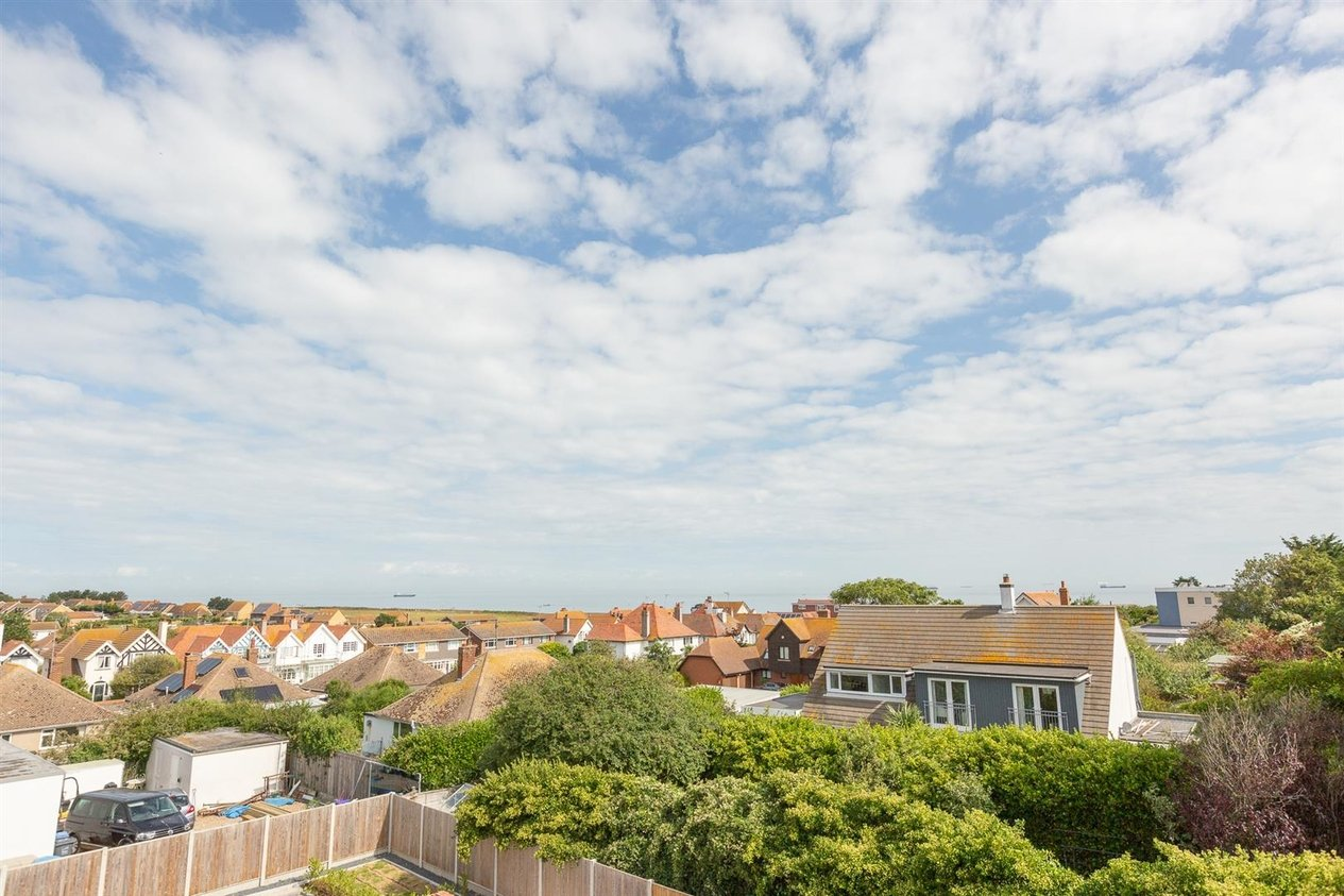Properties For Sale in Kingsgate Avenue
