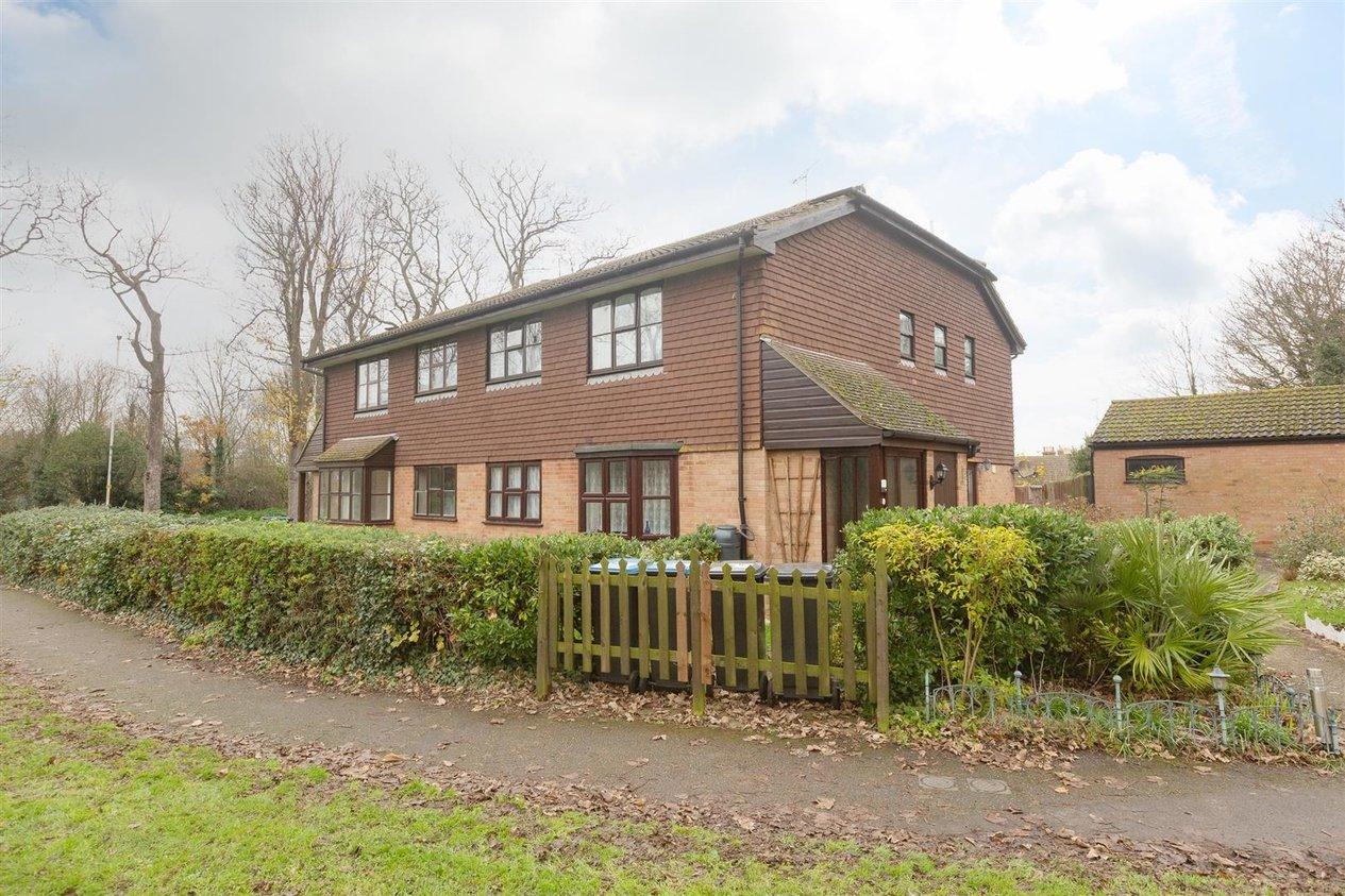Properties Sold Subject To Contract in Charlesworth Drive