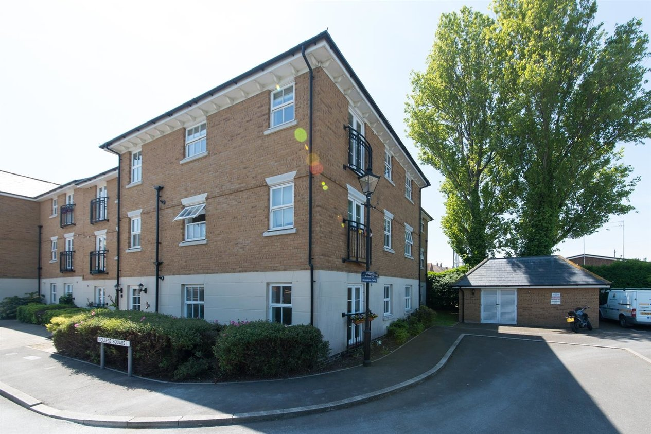 Properties Sold Subject To Contract in College Square
