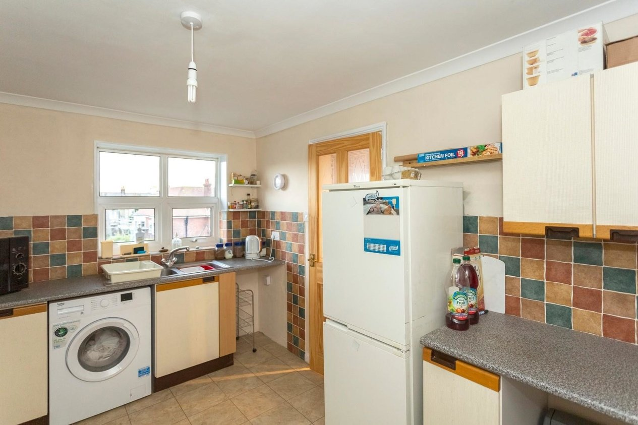 Properties For Sale in 32 Cornwall Gardens Cliftonville