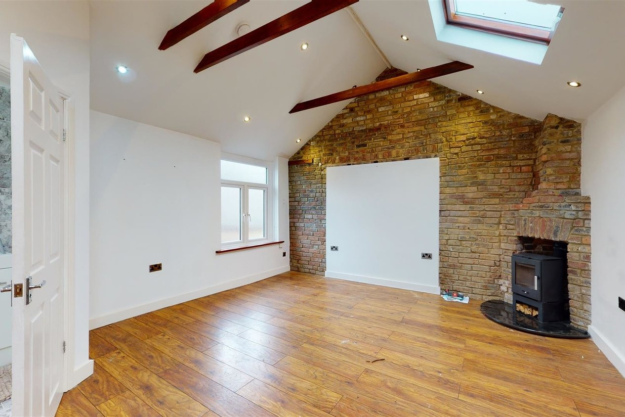 Properties For Sale in Holly Road