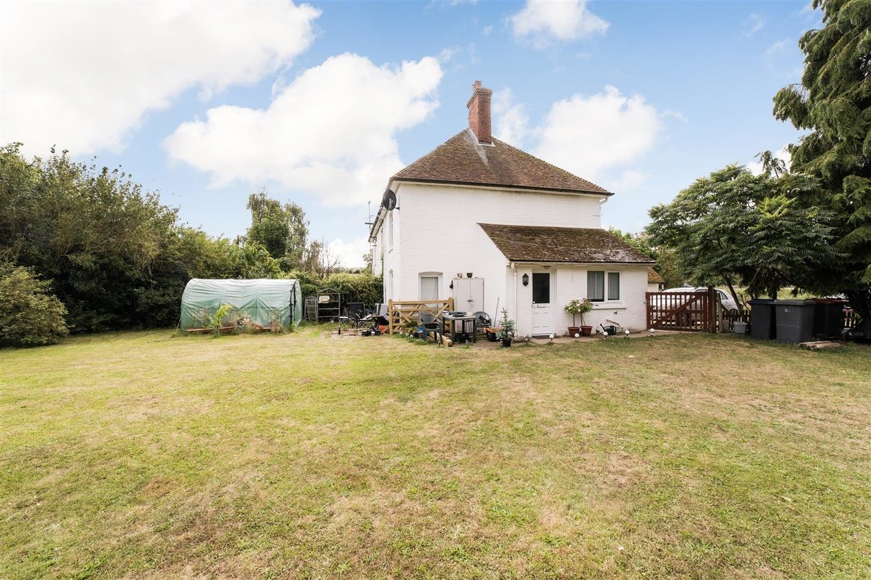 Properties For Sale in Perry Court Cottage Garlinge Green