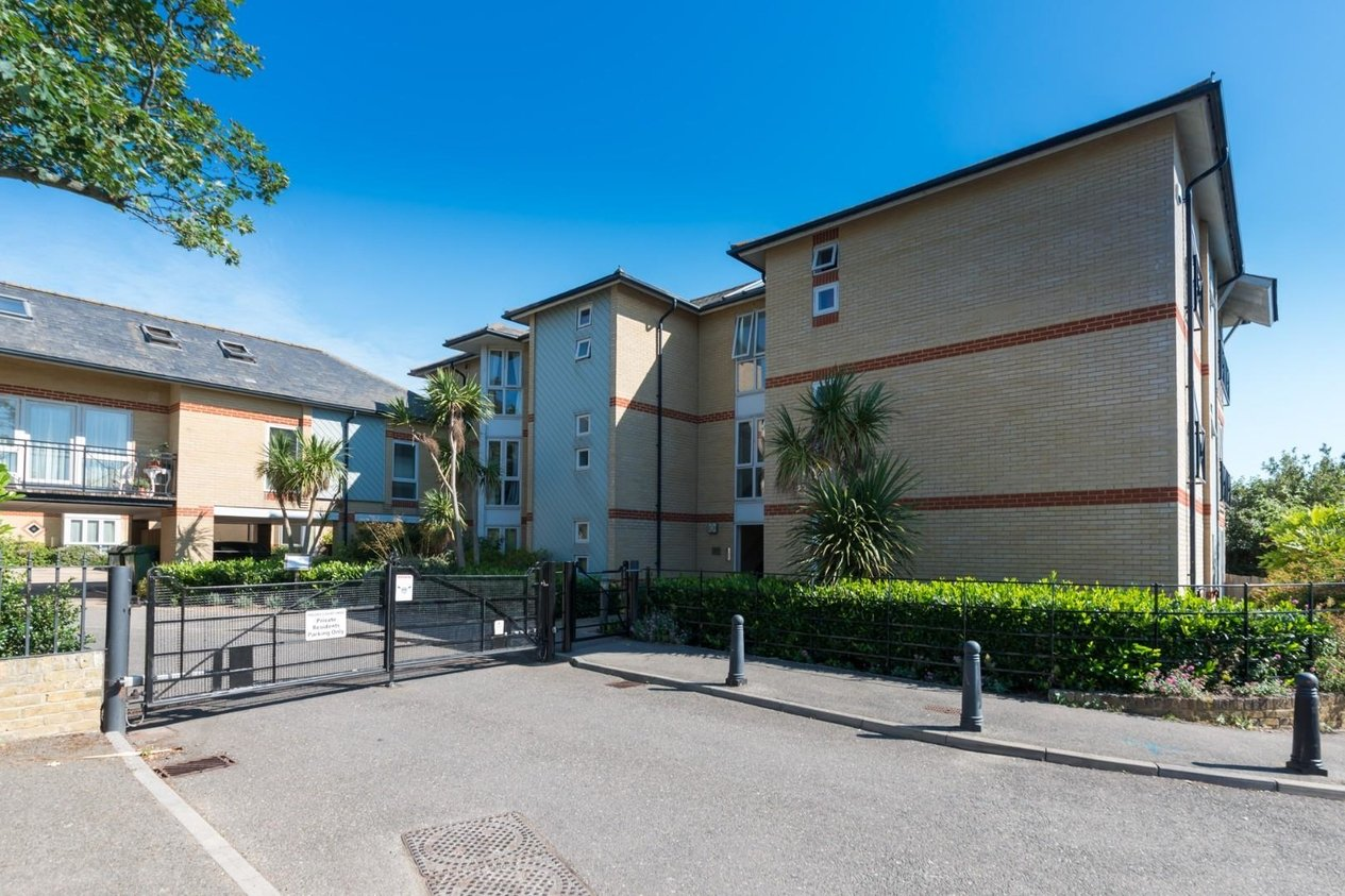 Properties Sold Subject To Contract in Priory Courtyard
