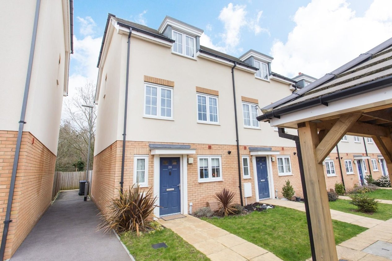 Properties Sold Subject To Contract in Realmwood Close