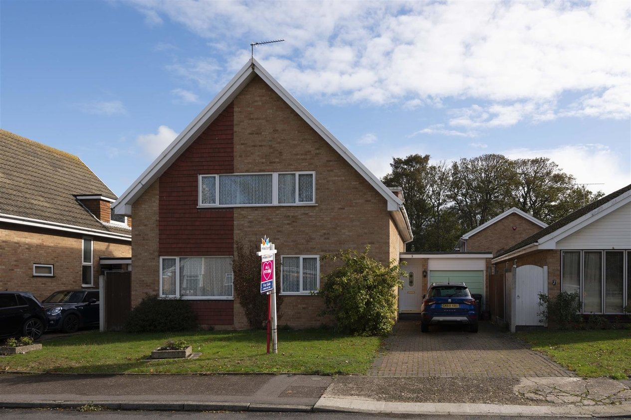 Properties For Sale in Rugby Close