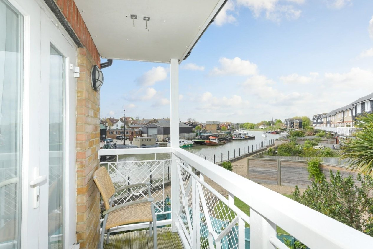 Properties For Sale in Waterside Close