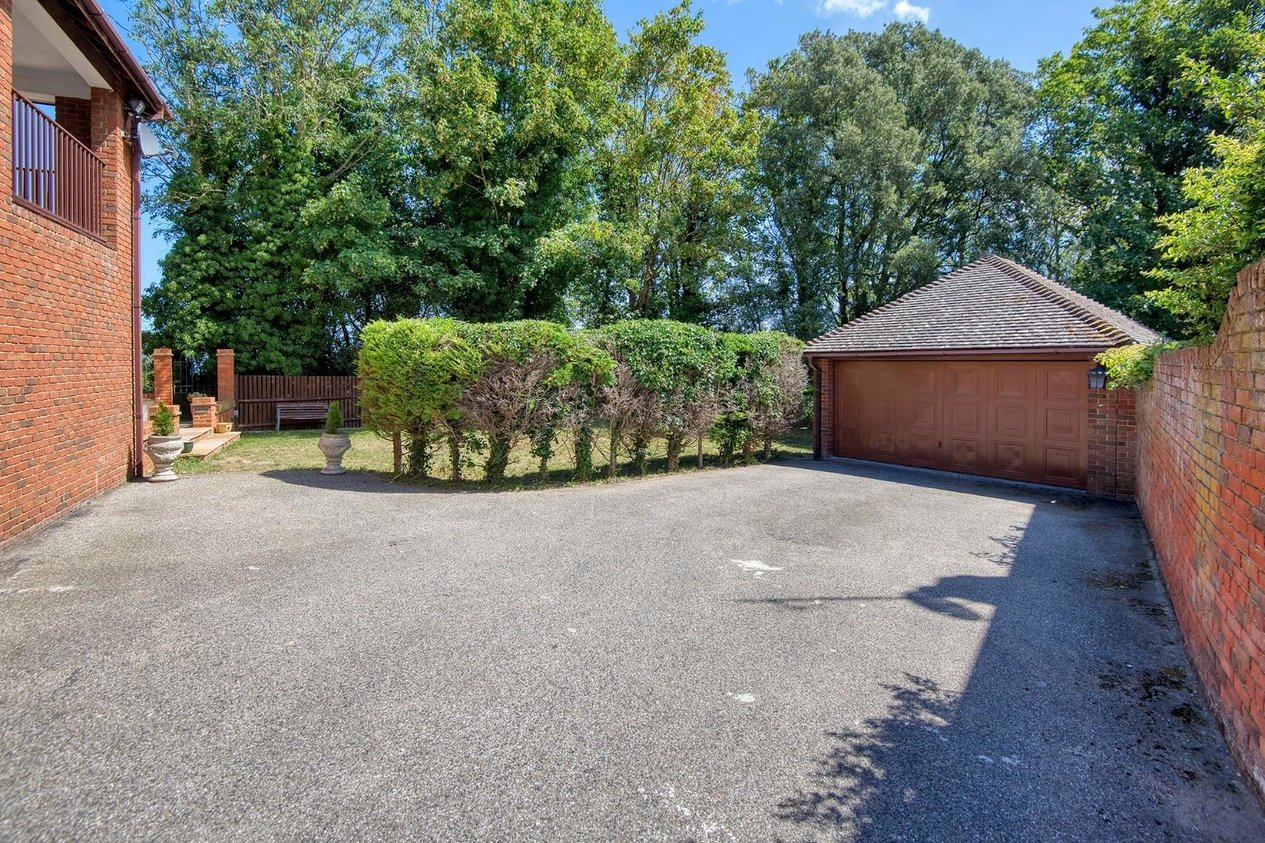 Properties Sold Subject To Contract in Woodland Way