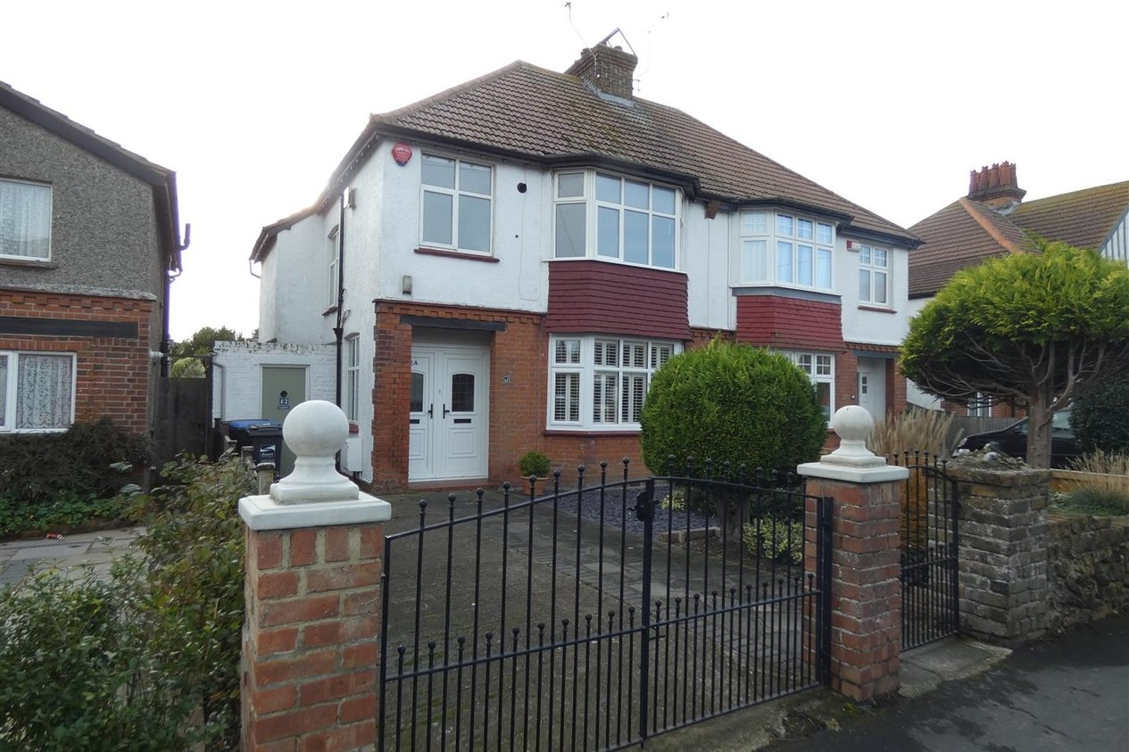 Properties Let Agreed in Lindenthorpe Road