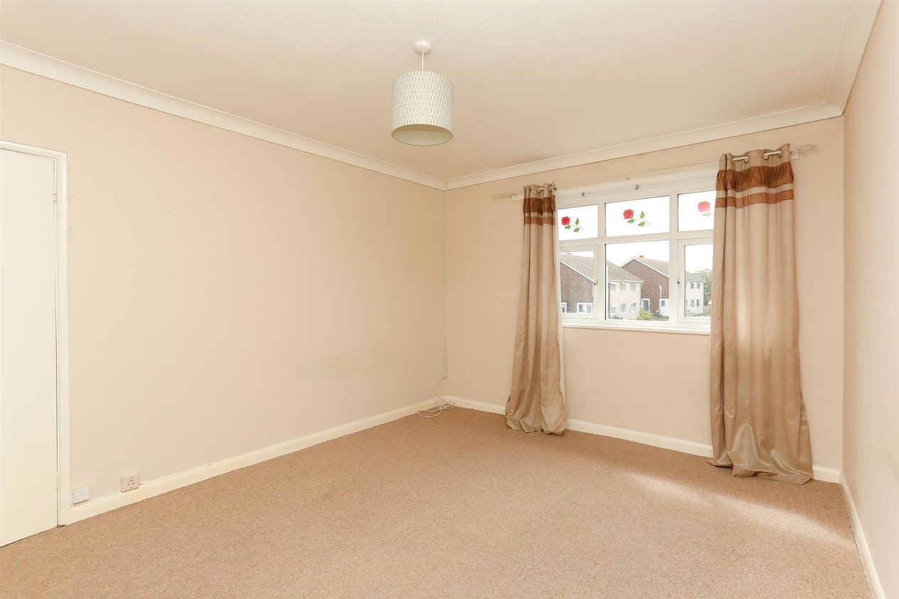 Properties To Let in Woodford Court