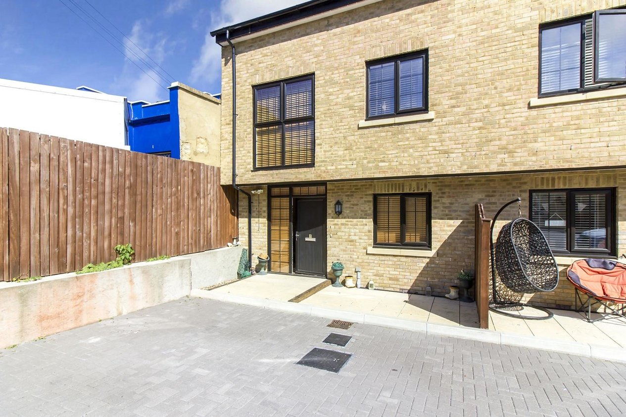 Properties Let Agreed in Albion Mews