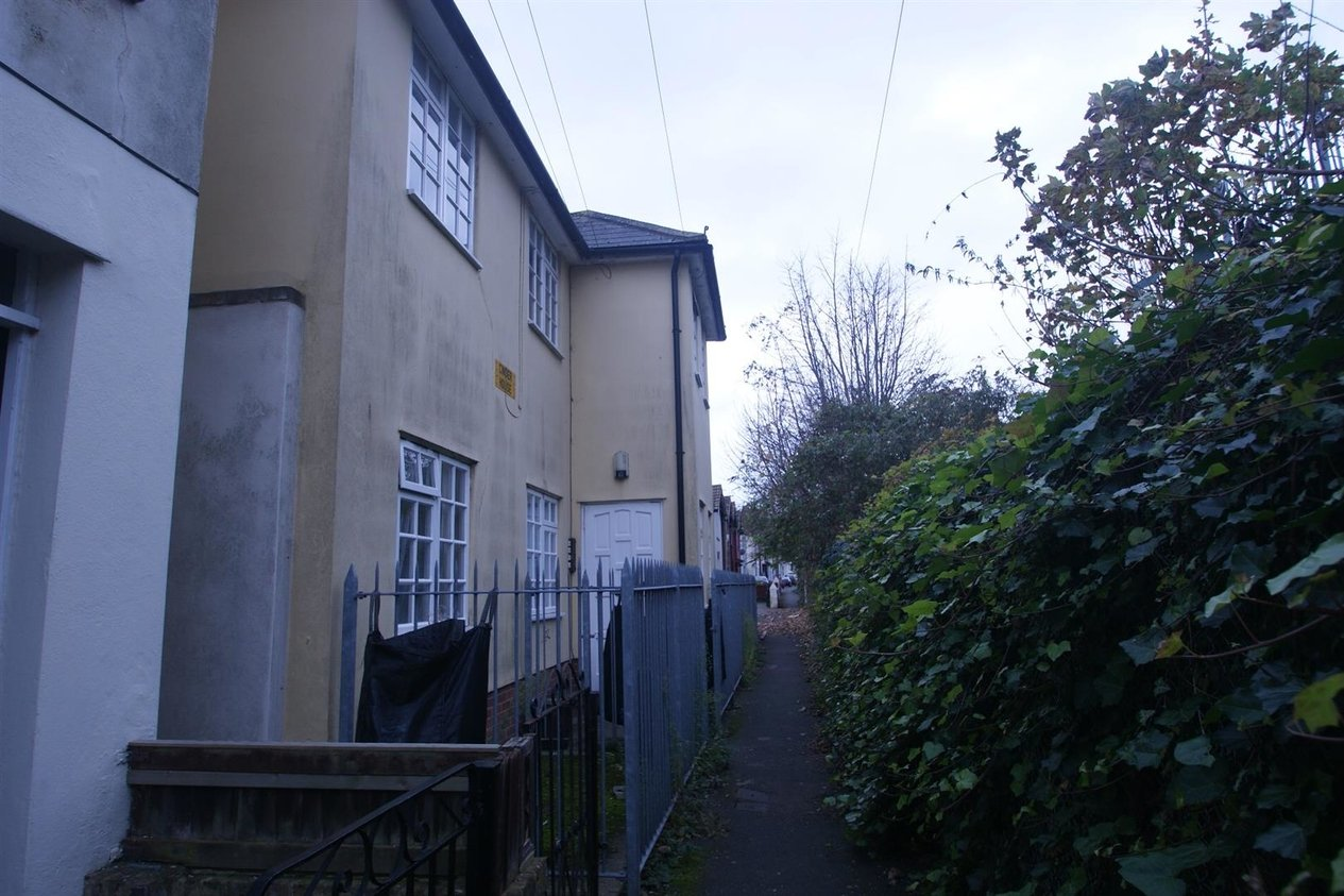 Properties Let Agreed in Cinder Footpath