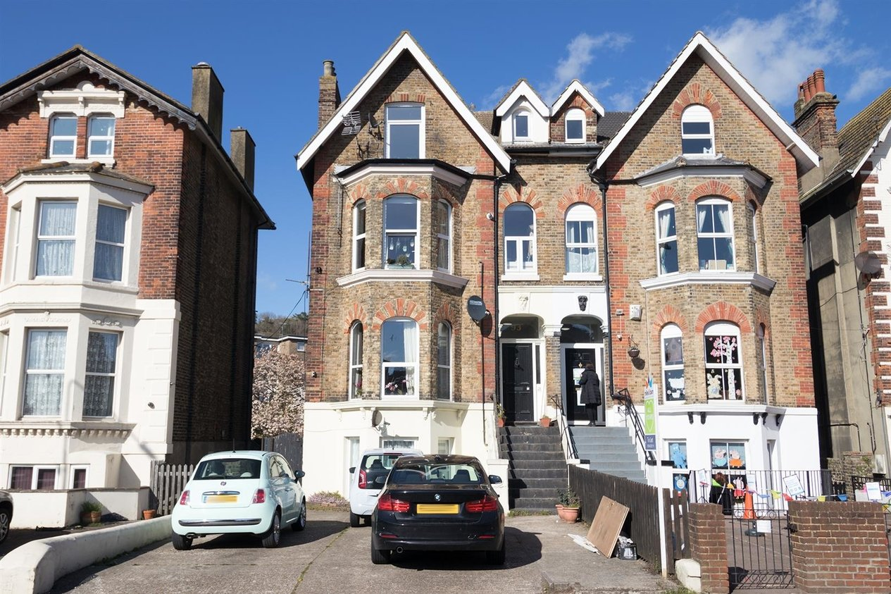 Properties To Let in Maison Dieu Road