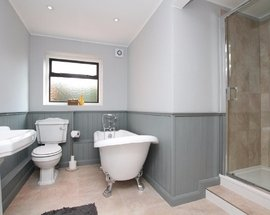 Bathroom_Littlebourne
